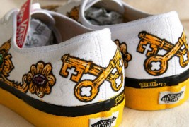 Carl Medley III customized sneakers - thumbnail_5