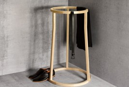 Uma clothes stand
