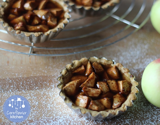 Crostatine di mela | Image courtesy of The cornflower kitchen