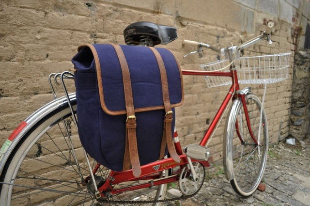 Bike bags di United By Blue | Image courtesy of United By Blue