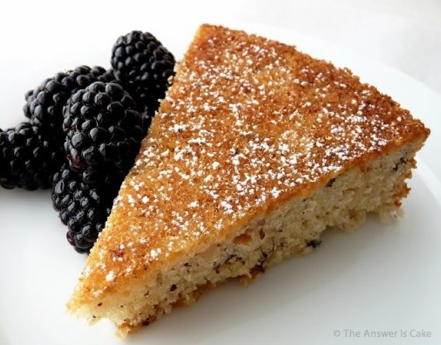 Torta di nocciole | Image courtesy of The Answer is Cake