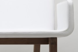 Enfold lounge chair - thumbnail_2