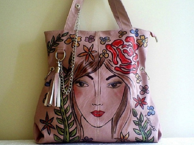 SiyahBeyazBags Wearable Art | Image courtesy of SiyahBeyazBags