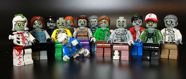 100 custom LEGO minifigs - Photo 13