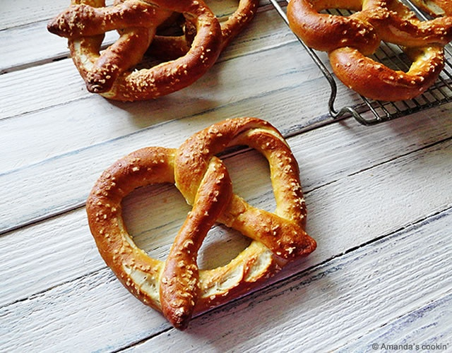 Pretzel tedeschi fatti in casa | Image courtesy of Amanda's cookin'