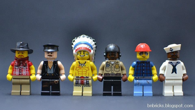 100 custom LEGO minifigs - Photo 35