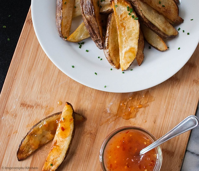 Potato wedges and sweet chili sauce