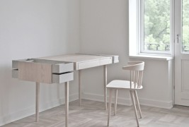 Private desk - thumbnail_2
