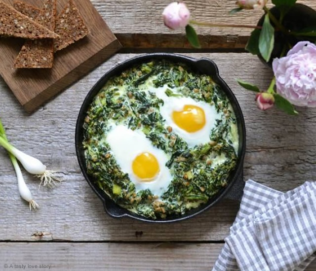 Creamy spinach with fried eggs | Image courtesy of A tasty love story