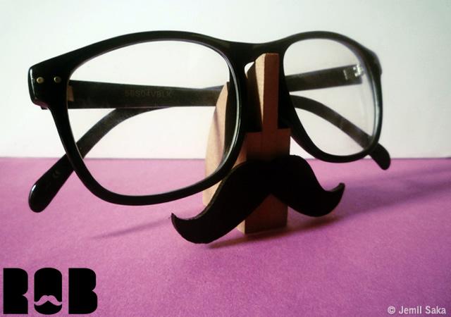 Rob eyeglass stand