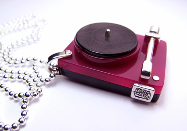Turntable pendant by Darkcloud Silver
