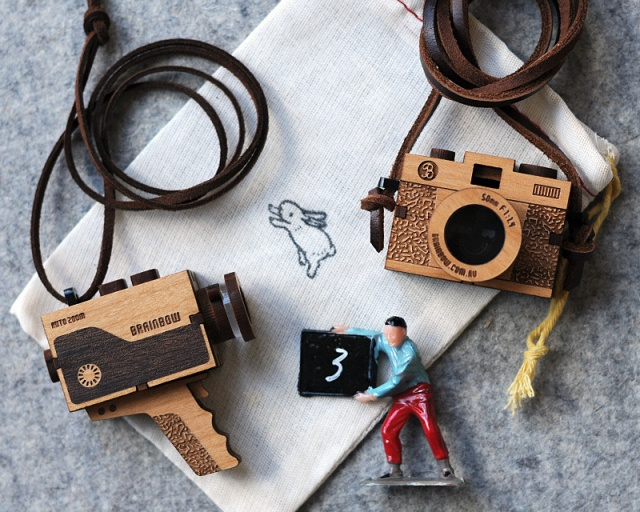 Vintage video camera necklace | Image courtesy of bRainbow