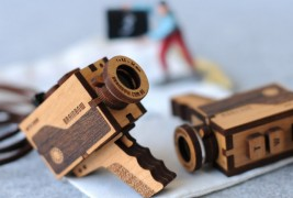 Vintage video camera necklace - thumbnail_2