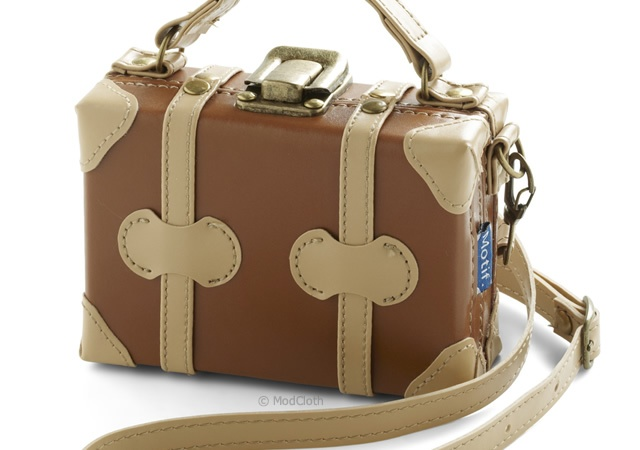 Satchel camera case | Image courtesy of ModCloth