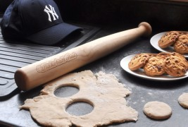 Bakeball bat rolling pin - thumbnail_1