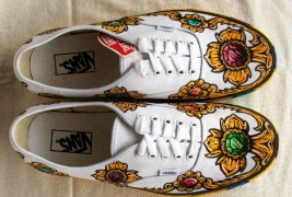 Carl Medley III customized sneakers - thumbnail_4