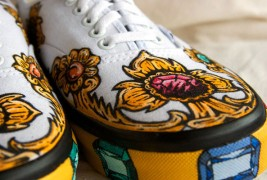 Carl Medley III customized sneakers - thumbnail_6