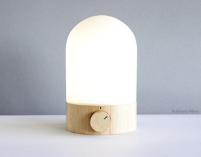 Lampada da lettura | Image courtesy of Alvaro Perez